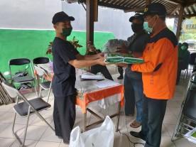 Penyerahan masker Ke KTB dan Ketua Kampung se Kelurahan Mantrijeron