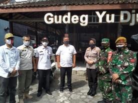 Pelaksanaan PPKM Darurat Bagi Pelaku Usaha di Wilayah Kelurahan Mantrjeron